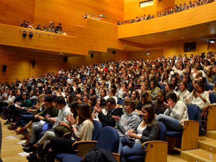 Más de 900 jóvenes asisten a la presentación de +Vida y Rioarriba en Navarra